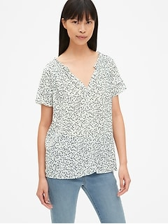39d51706df7823 Floral Print Flutter Sleeve Split-Neck Top